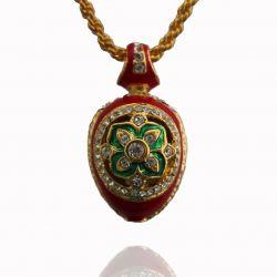 Pendentif Oeuf de Fabergé Trèfle Rouge orné de nombreux Cristaux Swarovski Elements et sa Chaïne Plaquée Or