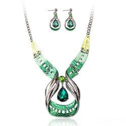 Parure Plastron Haute Couture Verte avec Cristal Goutte d'eau Centrale
