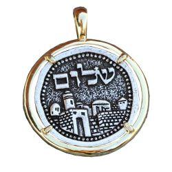 Pendentif Création Pièce Ancienne Shalom enchâssée dans Cercle Support plaqué Or avec chaîne.