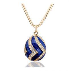 Pendentif Oeuf Style Fabergé Bleu Ondulations Or et Cristaux avec sa chaîne OE55